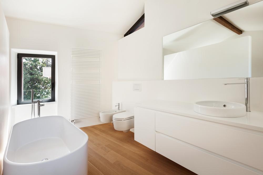 Houten vloer in de badkamer1