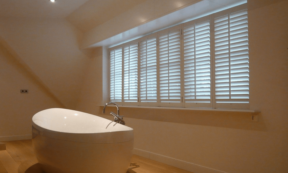 Geef je badkamer een luxueuze uitstraling met shutters op maat