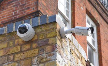 Als je een camera wilt installeren om je huis te bewaken-