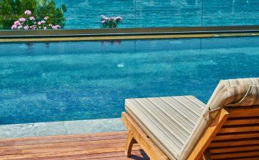 4 mogelijkheden om je zwembad schoon te maken