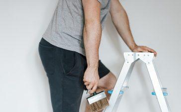 Zo verf je gemakkelijk en goed het plafond