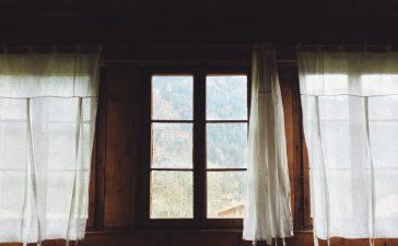 Waar moet je op letten bij het ophangen van gordijnen